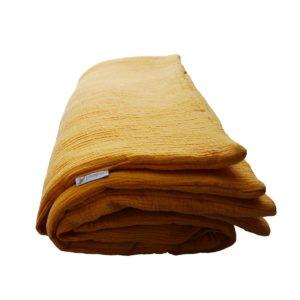 pliée sur le coté jaune tapis XL