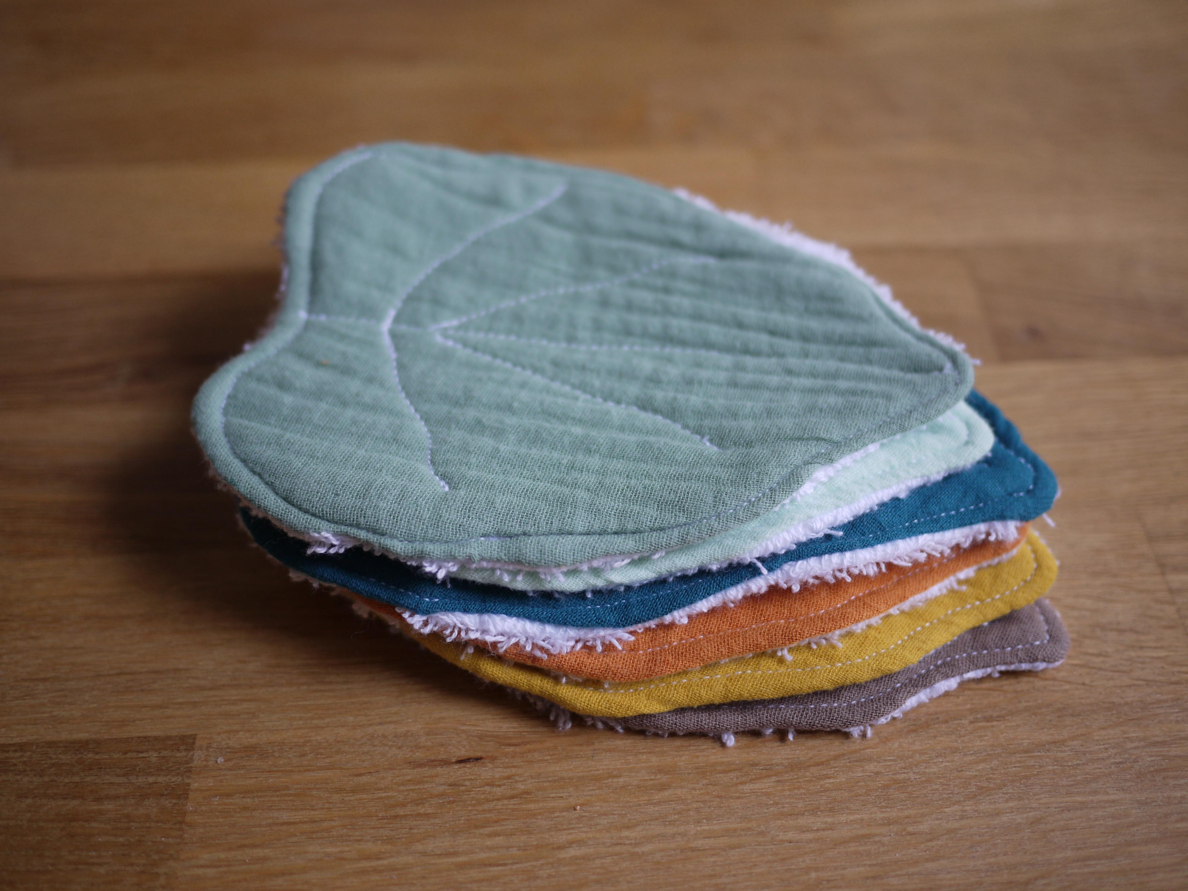 des lingettes zero dechets en forme de feuille