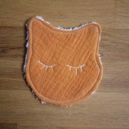 une lingette toute douce en forme de chat