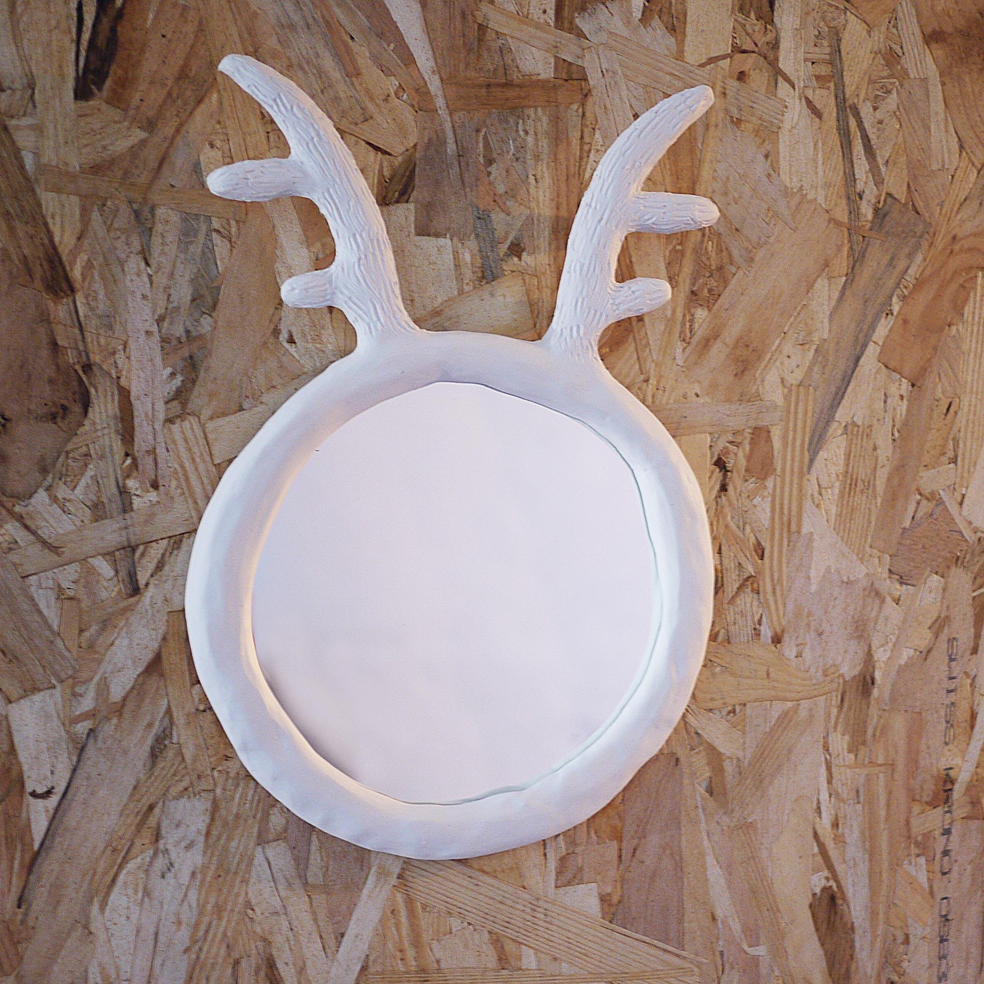 un joli miroir a tete de renne